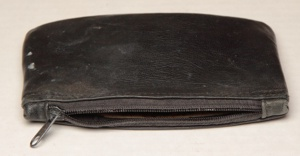 Tobacco pouch with a dead zipper