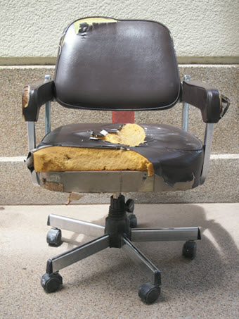 damaged-office-chair_GJQ1FcSO